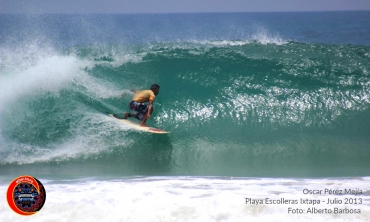 Surf Ixtapa Escolleras foto: Alberto Barbosa