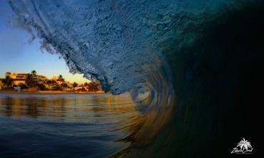 Surf Ixtapa Escolleras foto: ZihuaCoast