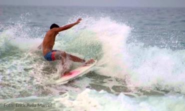 Surf Playa Las Gatas - Foto: Erick Avila Marcial