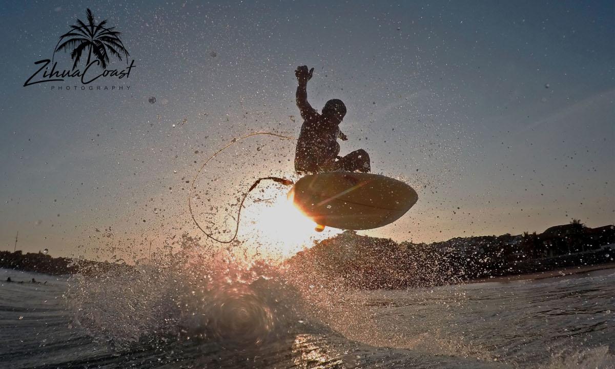 Surf Ixtapa Playa Escolleras - foto zihuacoast