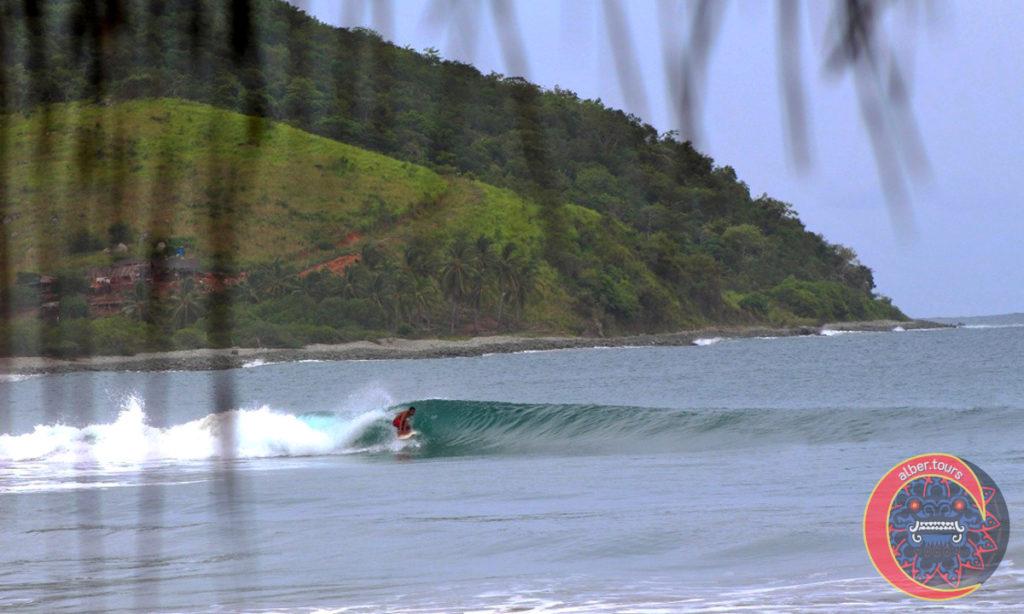 Surf Ola Izquierda en Barra de Potosí