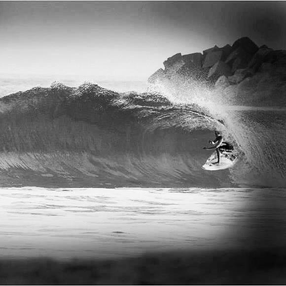 Surfer: Carlos Ríos - Playa Escolleras Ixtapa