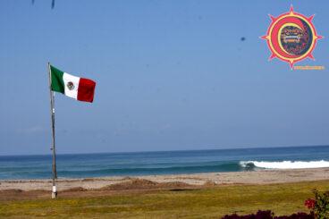 Surfing La Ticla Michoacán