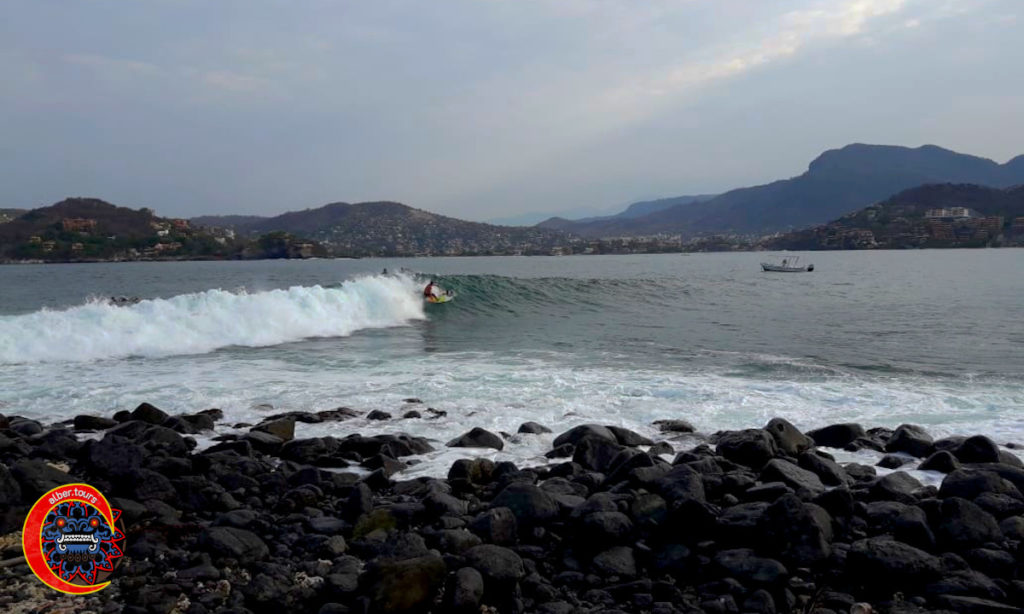 Surfing Playa Las Gatas Zihuatanejo