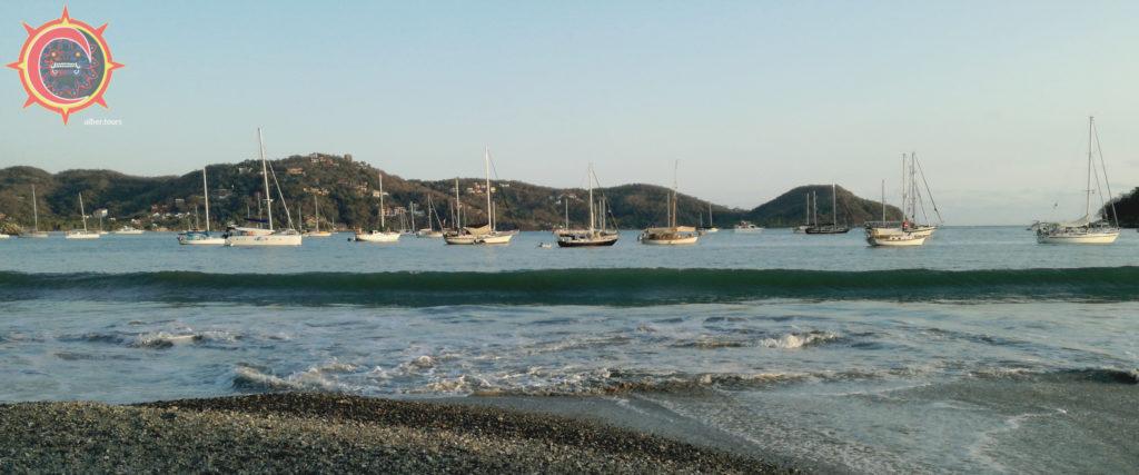 veleros en bahía de zihuatanejo